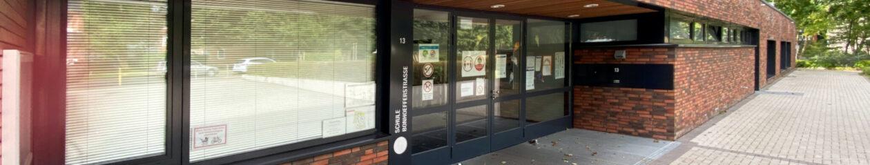 Schule Bonhoefferstraße, Bonhoefferstraße 13, 22117 Hamburg Öjendorf, Tel. 040-428936540, GBS mit zwei Vorschulklassen